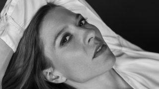 Про що жінка мовчить: Оксана Черкашина, акторка-320x180