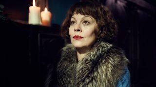 В возрасте 52 лет скончалась Хелен Маккори — гениальная Нарцисса Малфой и тетя Полли из «Острых козырьков»-320x180