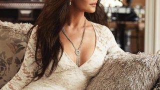 КэтринЗэта-Джонс продемонстрировала содержимое гардероба в стиле Кэрри Брэдшоу-320x180