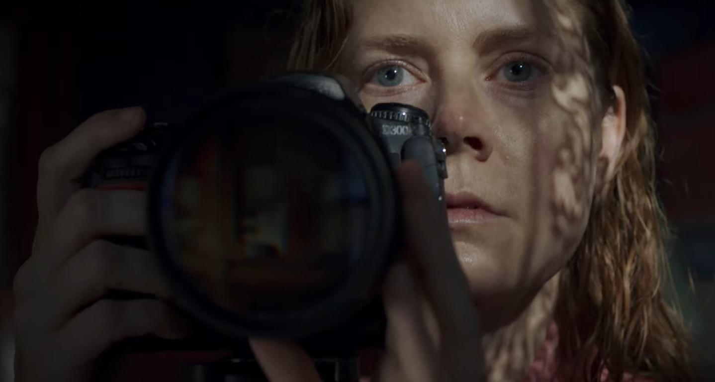 """Эми Адамс в первом трейлере долгожданного проектаNetflix""""Женщина в окне""""-Фото 2"""