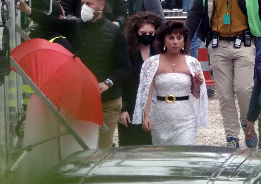 """Леди Гага примерила свадебное платье на съемках фильма """"Дом Гуччи""""-Фото 2"""