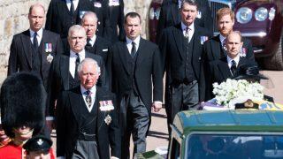 О чем говорили принцы Уильям и Гарри на похоронах Филиппа — отвечает чтец по губам-320x180