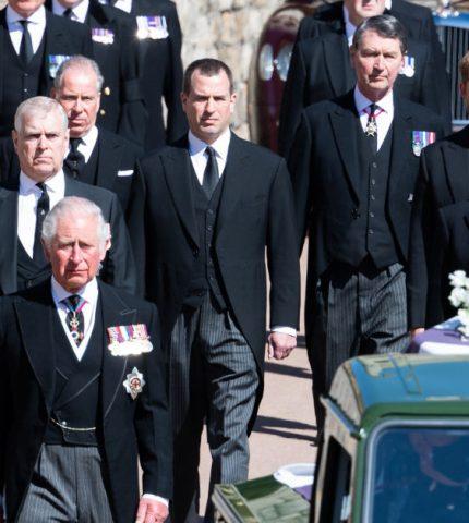 О чем говорили принцы Уильям и Гарри на похоронах Филиппа — отвечает чтец по губам-430x480
