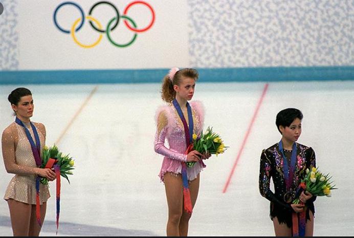 Чемпіонка Оксана Баюл в прямому ефірі з Марічкою Падалко показала свій український паспорт і розплакалася -Фото 5