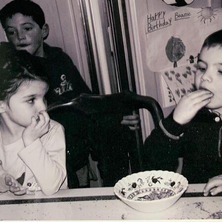 Кэти Холмс поделилась редкими фото своей дочериСурив день ее рождения-Фото 1