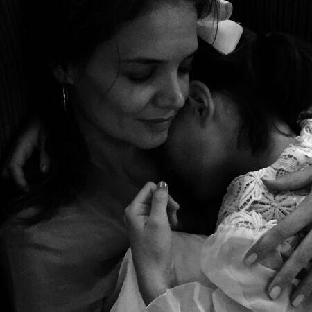 Кэти Холмс поделилась редкими фото своей дочериСурив день ее рождения-Фото 3