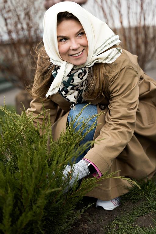 Бренд KSENIASCHNAIDER создал лимитированную коллекцию косынок для экоинициативы Savethe Spring-Фото 9