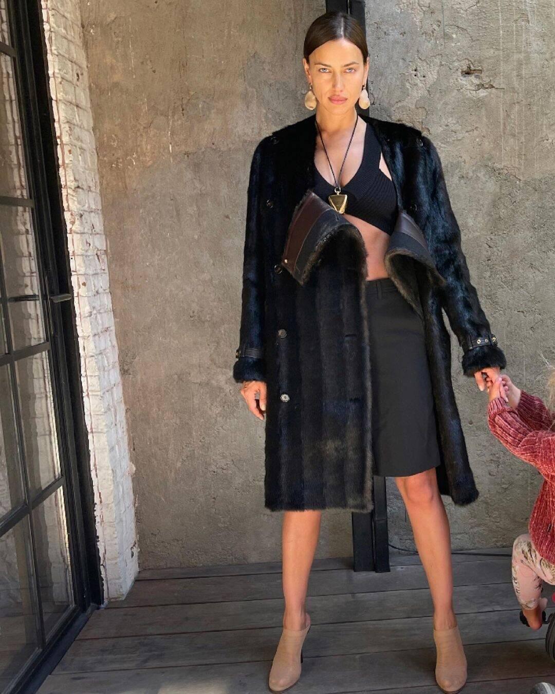 Ирина Шейк показала фото дочери, сделанное Брэдли Купером-Фото 2