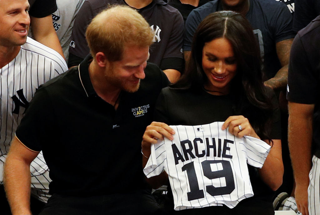 Как королевская семья поздравила сына МеганМаркли принца Гарри с днем рождения-Фото 1