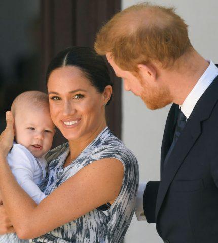 Как королевская семья поздравила сына МеганМаркли принца Гарри с днем рождения-430x480
