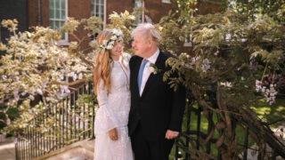 Премьер-министр Великобритании Борис Джонсон сыграл свадьбу-320x180
