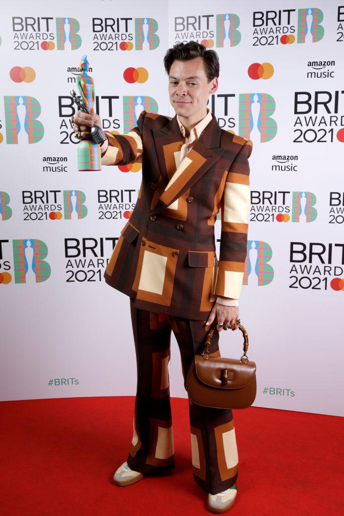 Полный обзор: Красная дорожка BRIT Awards 2021-Фото 7