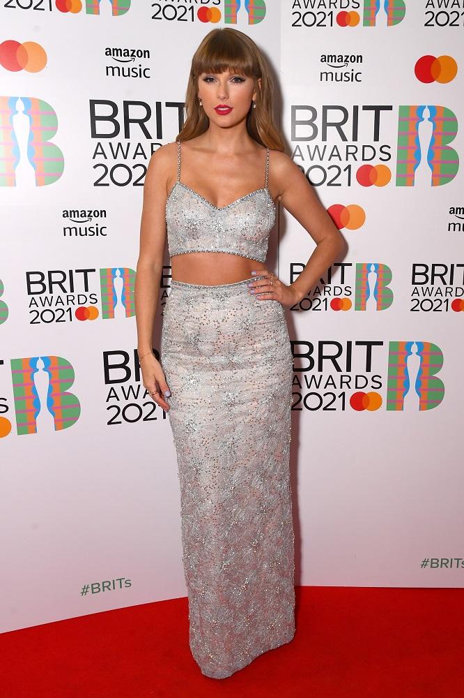 Полный обзор: Красная дорожка BRIT Awards 2021-Фото 5