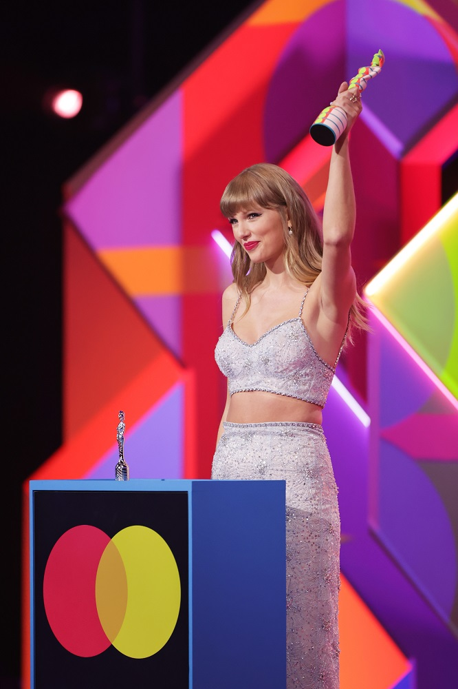 Полный обзор: Красная дорожка BRIT Awards 2021-Фото 1