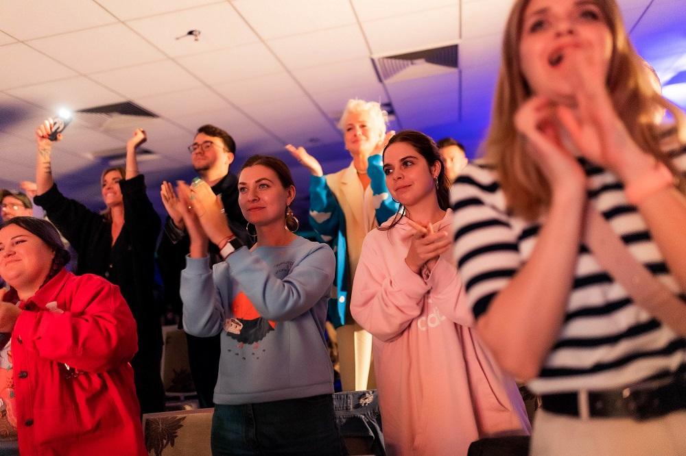 """Премьера MONATIK """"Вечно танцующий человек"""" на НСК """"Олимпийский"""": Иммерсивный пролог, фильм длиною в жизнь и 15-минутные овации зрителей-Фото 6"""