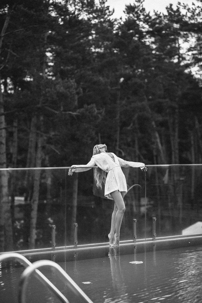 Универсальный игрок: Fashion-съемка с девушкой с обложки digital-номера Marie Claire — моделью и актрисой Викторией Любухиной-Фото 7