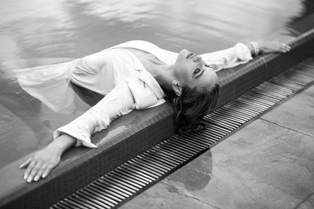 Универсальный игрок: Fashion-съемка с девушкой с обложки digital-номера Marie Claire — моделью и актрисой Викторией Любухиной-Фото 4