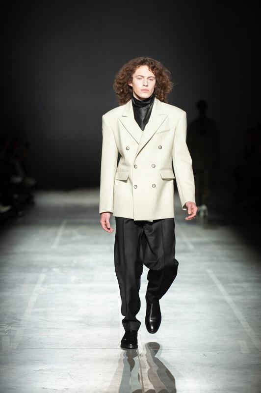 Образ дня: Австрийский инфлюэнсер Мартин Емеле в пиджаке украинского бренда Elena Burenina-Фото 1