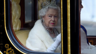 Как МеганМаркли принц Гарри представилиЛилибеткоролеве Елизавете II-320x180