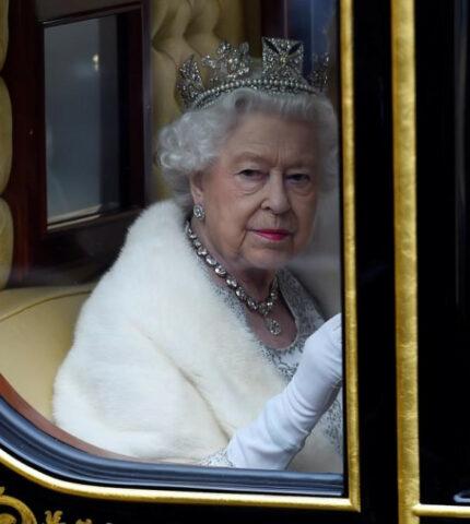 Как МеганМаркли принц Гарри представилиЛилибеткоролеве Елизавете II-430x480