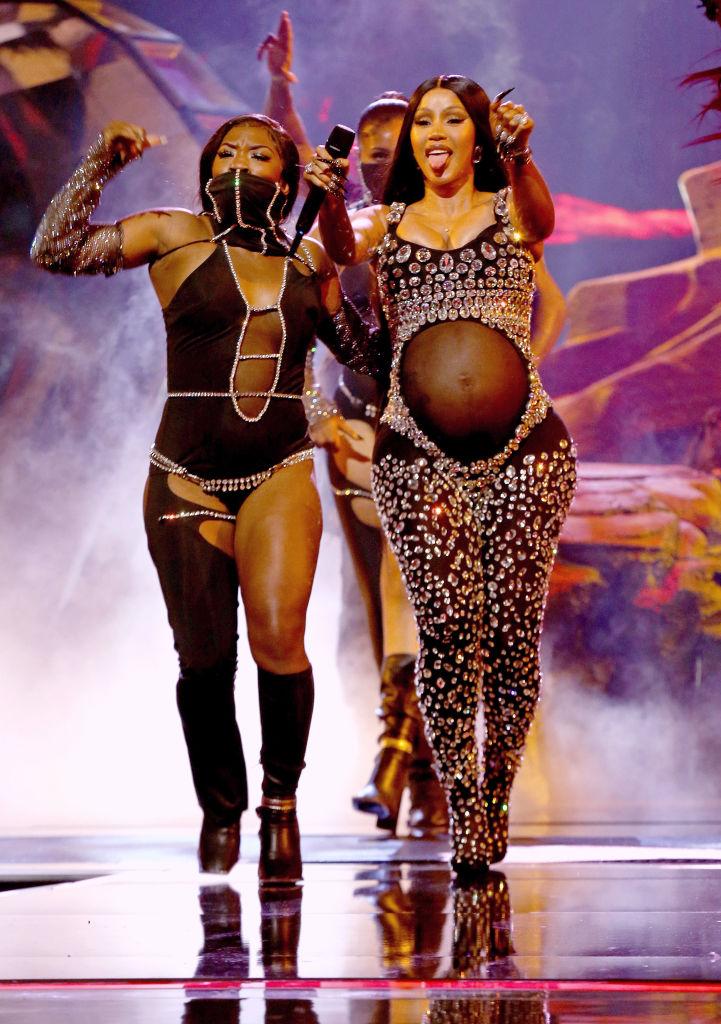 Ретро-вдох: Зендая примерила винтажный образ Бейонсе 2003 года-Фото 2