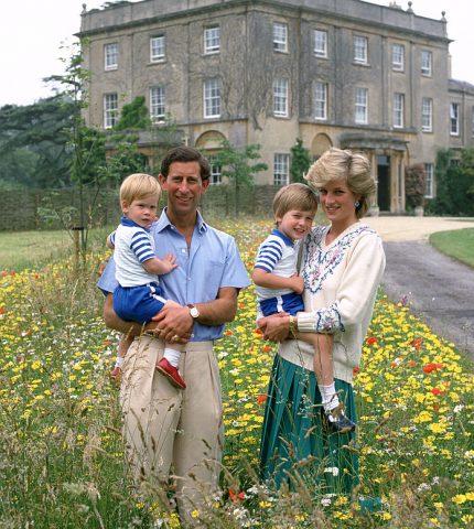 Кризис в королевстве: Принц Чарльз не разрешит Арчи носить монарший титул-Фото 1