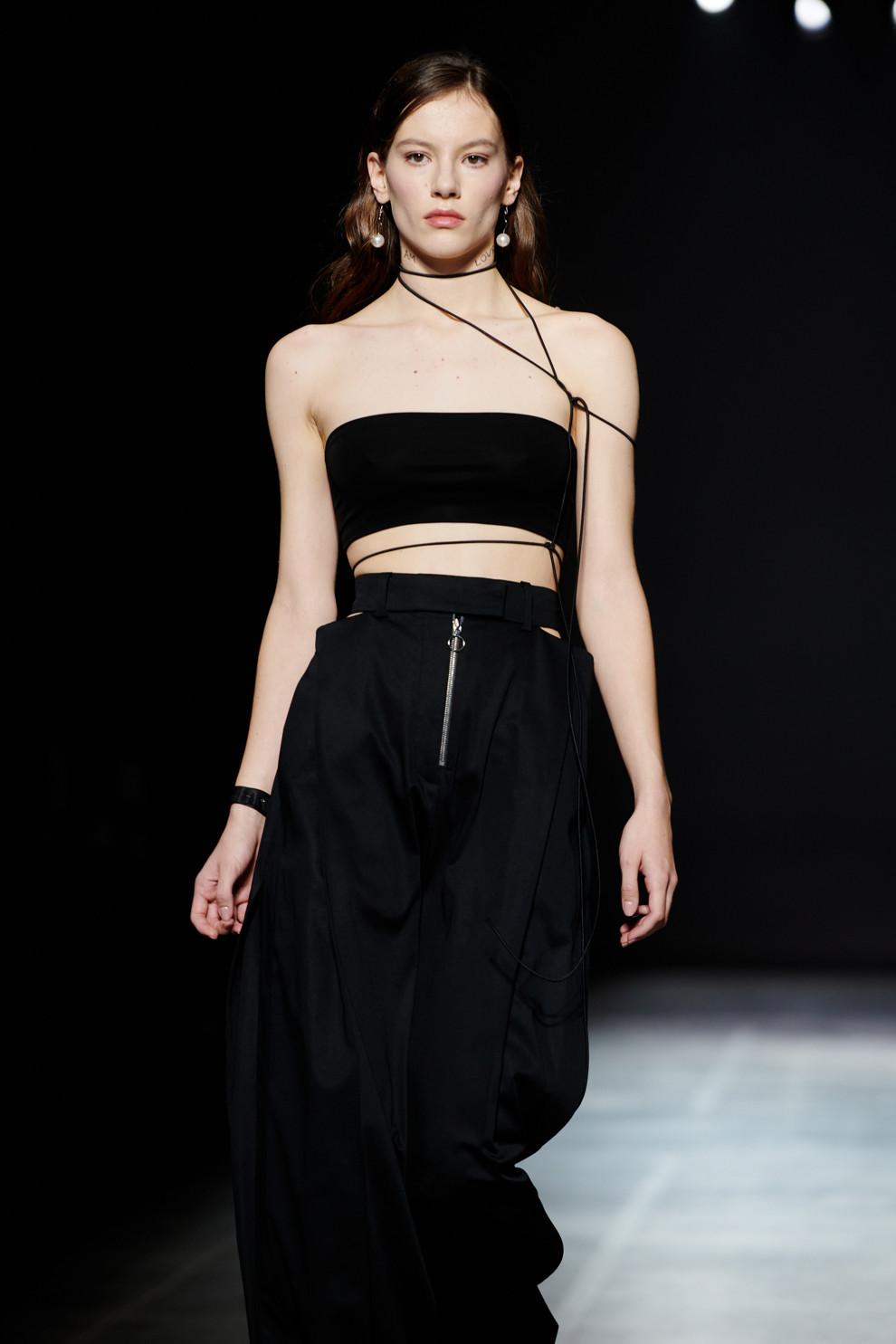 Образ дня: Надя Дорофеева в сексуальном наряде от украинского бренда Elena Burenina-Фото 1