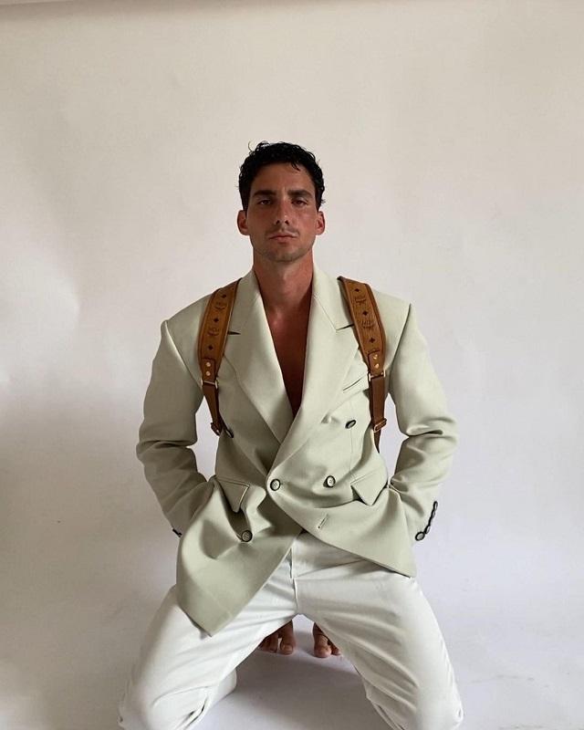 Образ дня: Австрийский инфлюэнсер Мартин Емеле в пиджаке украинского бренда Elena Burenina-Фото 2