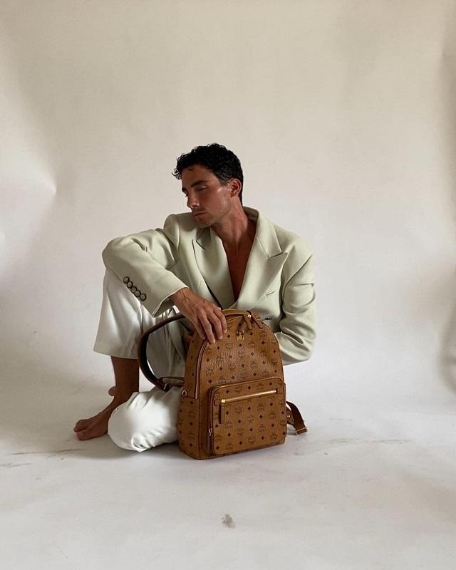 Образ дня: Австрийский инфлюэнсер Мартин Емеле в пиджаке украинского бренда Elena Burenina-Фото 3