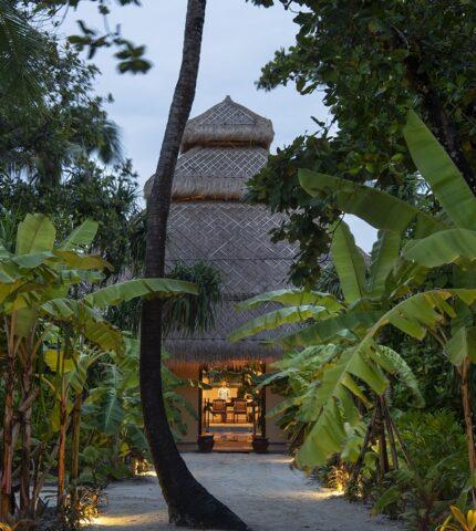 Смак до життя: Поласувати аутентичною азійською кухнею в розкішному готелі Emerald Maldives Resort & Spa-430x480