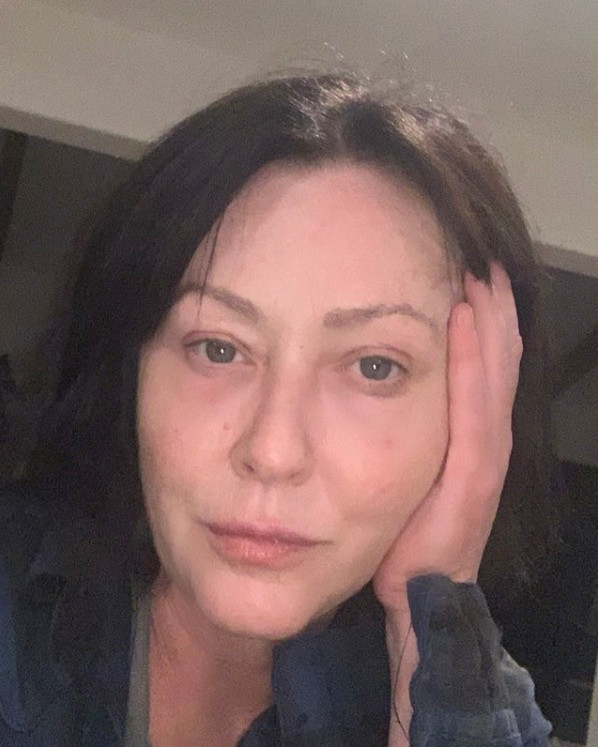 Шеннон Доэрти разрушает голливудские стандарты красоты,публикуяселфи без макияжа-Фото 1