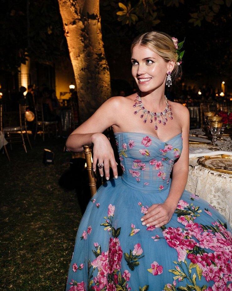 Племянница принцессы Дианы Китти Спенсер вышла замуж — пять платьев невесты-Фото 5
