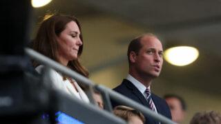 Пользователи Твиттера обвинили принца Уильяма в лицемерии относительно защиты темнокожих-320x180