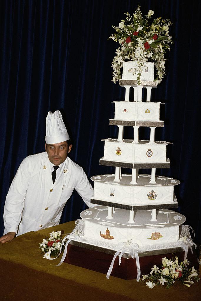 Кусочек свадебного торта с торжества Чарльза и Дианы будет продан на аукционе-Фото 1