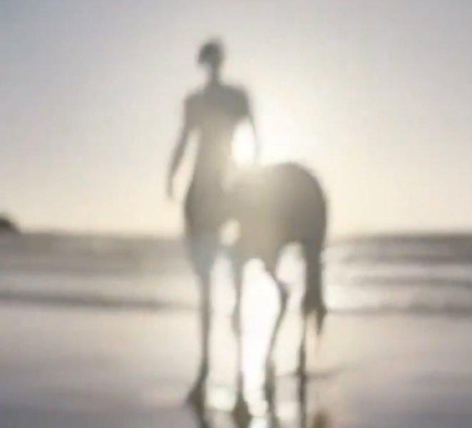 Адам Драйвер в образе кентавра появился в рекламе аромата Burberry-Фото 2