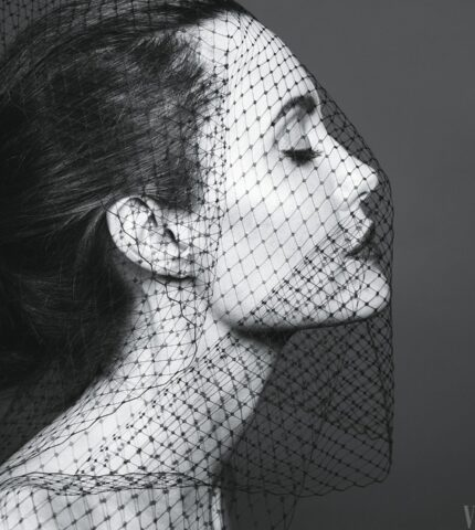 Анджелина Джоли замечена на свидании с певцом TheWeeknd-430x480