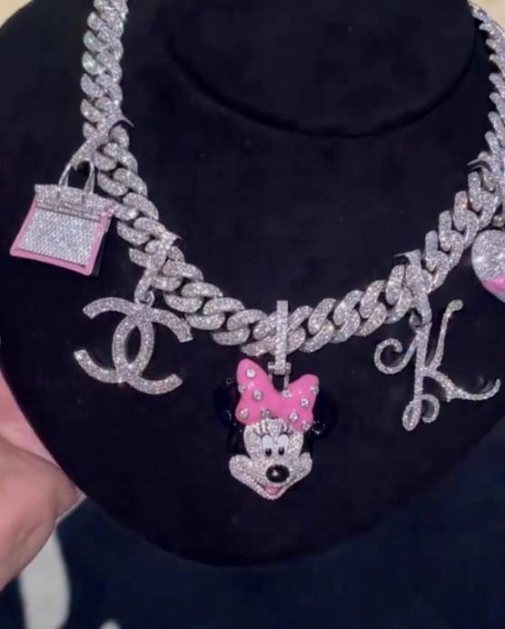Кто круче:КардиБи подарила дочери на третий день рождения бриллиантовое колье-Фото 1