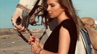 О чем женщина молчит: Ольга Навроцкая, дизайнер, режиссер, писательница-320x180