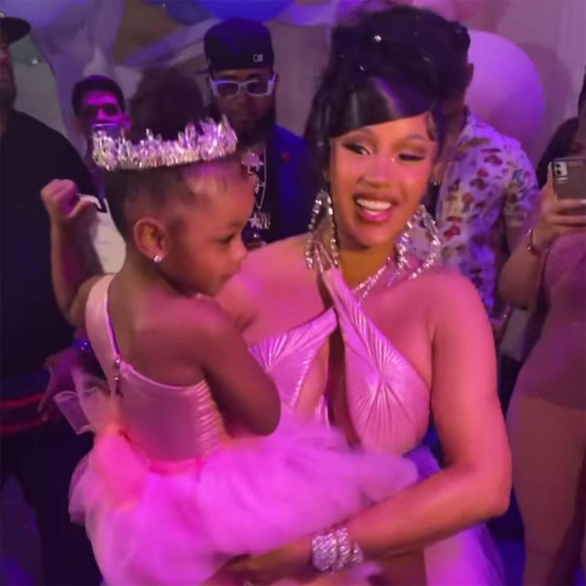 Кто круче:КардиБи подарила дочери на третий день рождения бриллиантовое колье-Фото 2