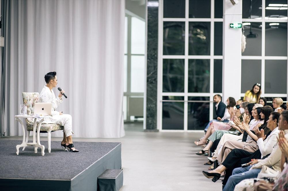 В Киеве состоялась «Живая встреча с Анной Богинской» — известной писательницей-Фото 11