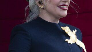 Что делать: Леди Гага демонстрирует пять стильных образов, пока проводит лето в Нью-Йорке-320x180