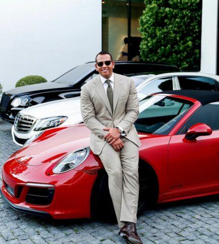 Алекс Родригес сфотографировался на фоне машины, которую подарил Дженнифер Лопес-430x480