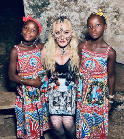 Как Мадонна отпраздновала день рождения своих дочерей — 9-летних близнецов-430x480