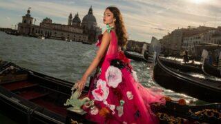 Кутюрный показ Dolce&Gabbana: На подиум вышли дочери Хайди Клум и Моники Белуччи-320x180