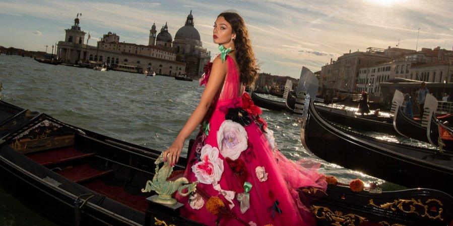 Кутюрный показ Dolce&Gabbana: На подиум вышли дочери Хайди Клум и Моники Белуччи-Фото 1