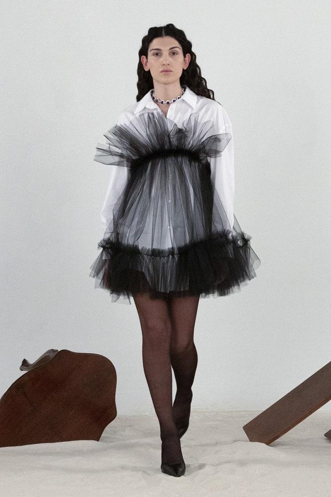 Величие форм: 10 самых актуальных фасонов платьев сезона «осень-зима» 2021/22-Фото 3