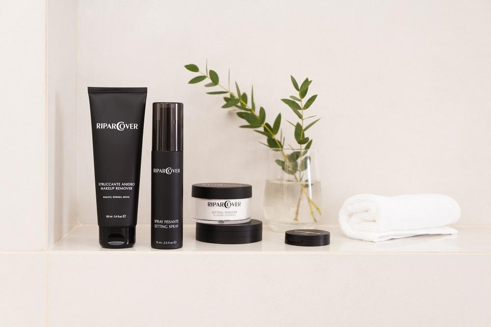 Жизнь в раю: 6 незаменимых продуктов для создания устойчивого макияжа на лето-Фото 1