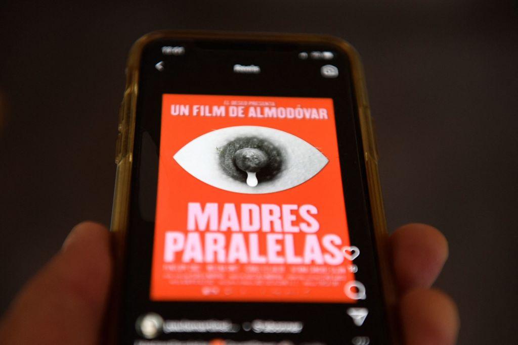 Постер последнего фильма Пенелопы Круз подвергли цензуре-Фото 1