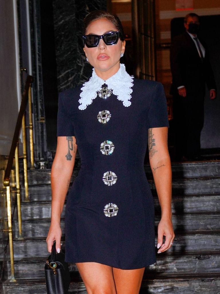 Что делать: Леди Гага демонстрирует пять стильных образов, пока проводит лето в Нью-Йорке-Фото 3