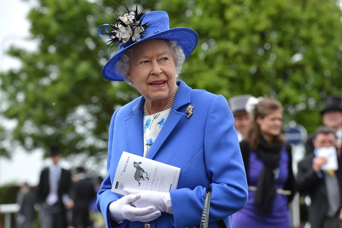 Ближе к звездам: Какие на запахРианна, королева Елизавета II, сестрыКардашьяни другие-Фото 7